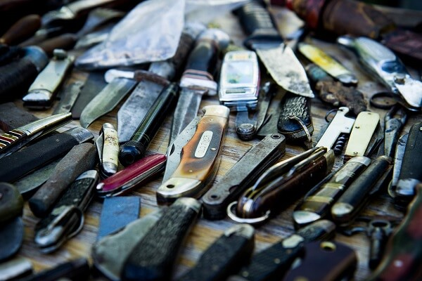 Pocket knives at a flee market